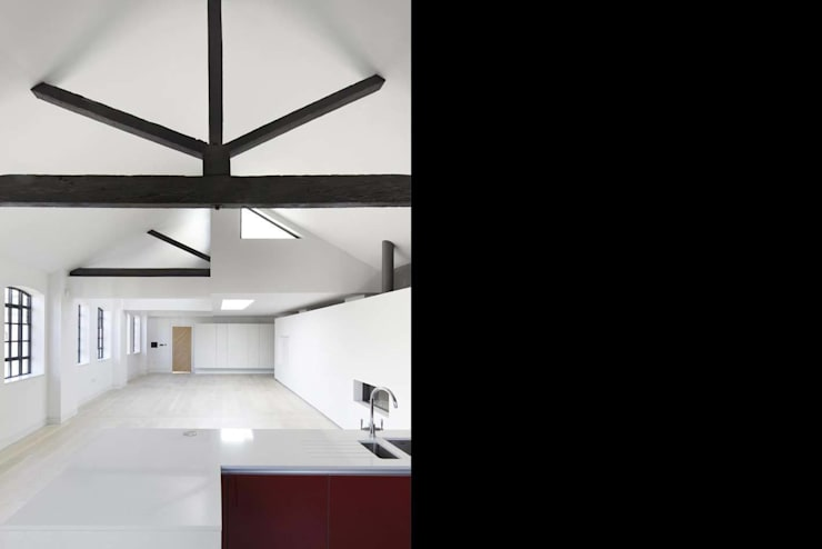 Coborn House:  Living room by Clear Architects
