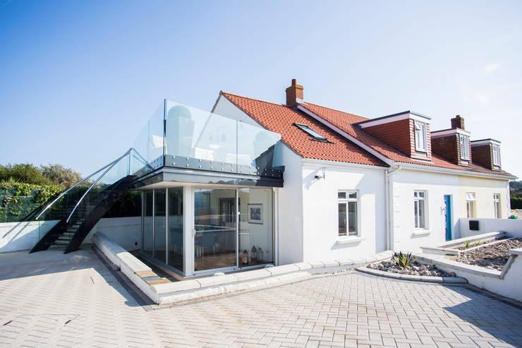Maison du Soleil:  Terrace by CCD Architects