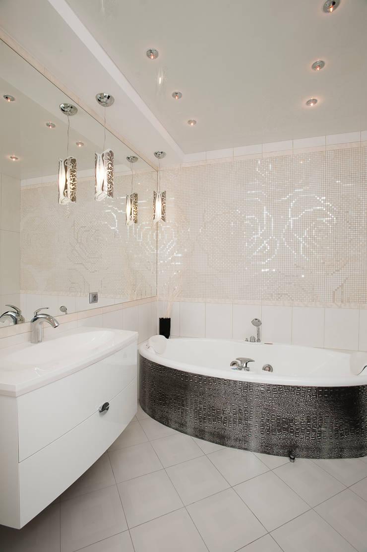 """Дизайн квартиры """"Интерьер для молодой семьи"""": Ванные комнаты в . Автор – Samarina projects"""