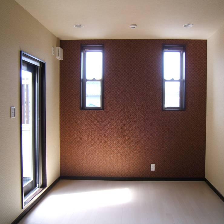 2階・個室: OSM建築設計事務所が手掛けた和室です。