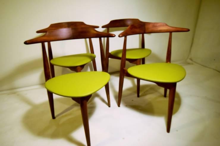 Lote de 4 Sillas Corazón, Hans Wegner, '50s. Dinamarca: Comedor de estilo  de Vintage Room