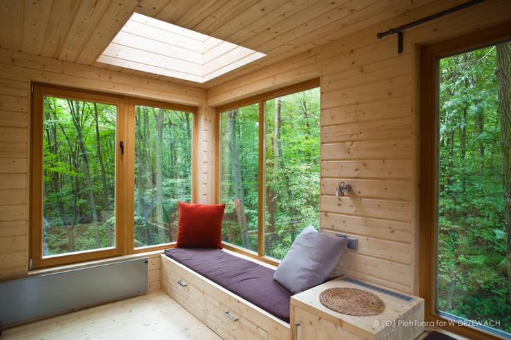 Apartamenty W DRZEWACH: styl , w kategorii Hotele zaprojektowany przez W DRZEWACH,Skandynawski