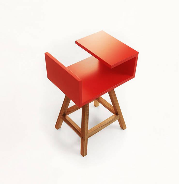 Stolik AA czerwony: styl , w kategorii Sypialnia zaprojektowany przez ACOCO DESIGN