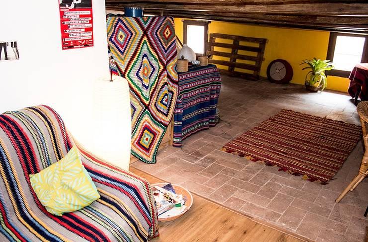 La nueva habitación : Dormitorios de estilo mediterráneo de MMMU Arquitectura i Disseny