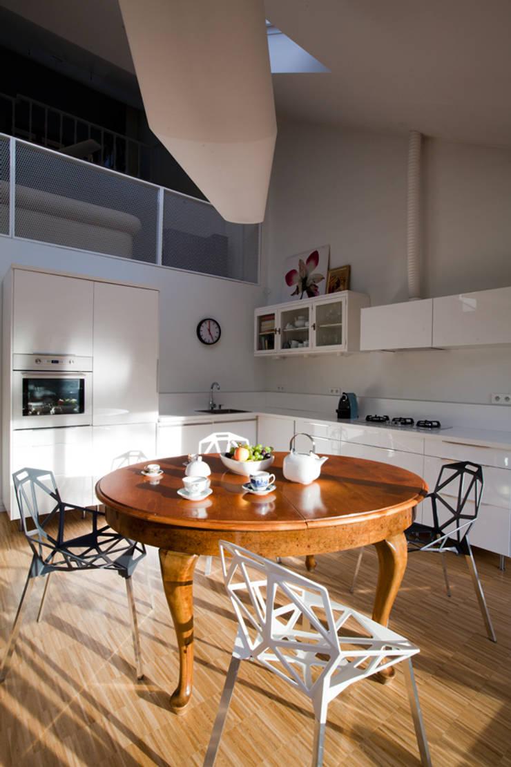 DOM W POZNANIU: styl , w kategorii Kuchnia zaprojektowany przez oyster,Eklektyczny
