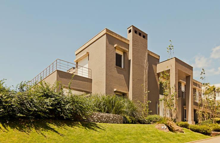 Elegância: Jardins minimalistas por Loro Arquitetura e Paisagismo
