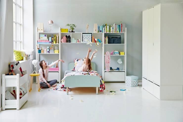 Pokój dla uczennicy: styl , w kategorii Pokój dziecięcy zaprojektowany przez FLEXA,