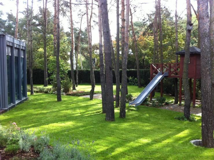 domek na drzewie: styl , w kategorii  zaprojektowany przez Zielony Architekt