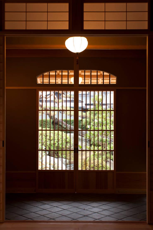 玄関: 一級建築士事務所  M工房が手掛けた廊下 & 玄関です。