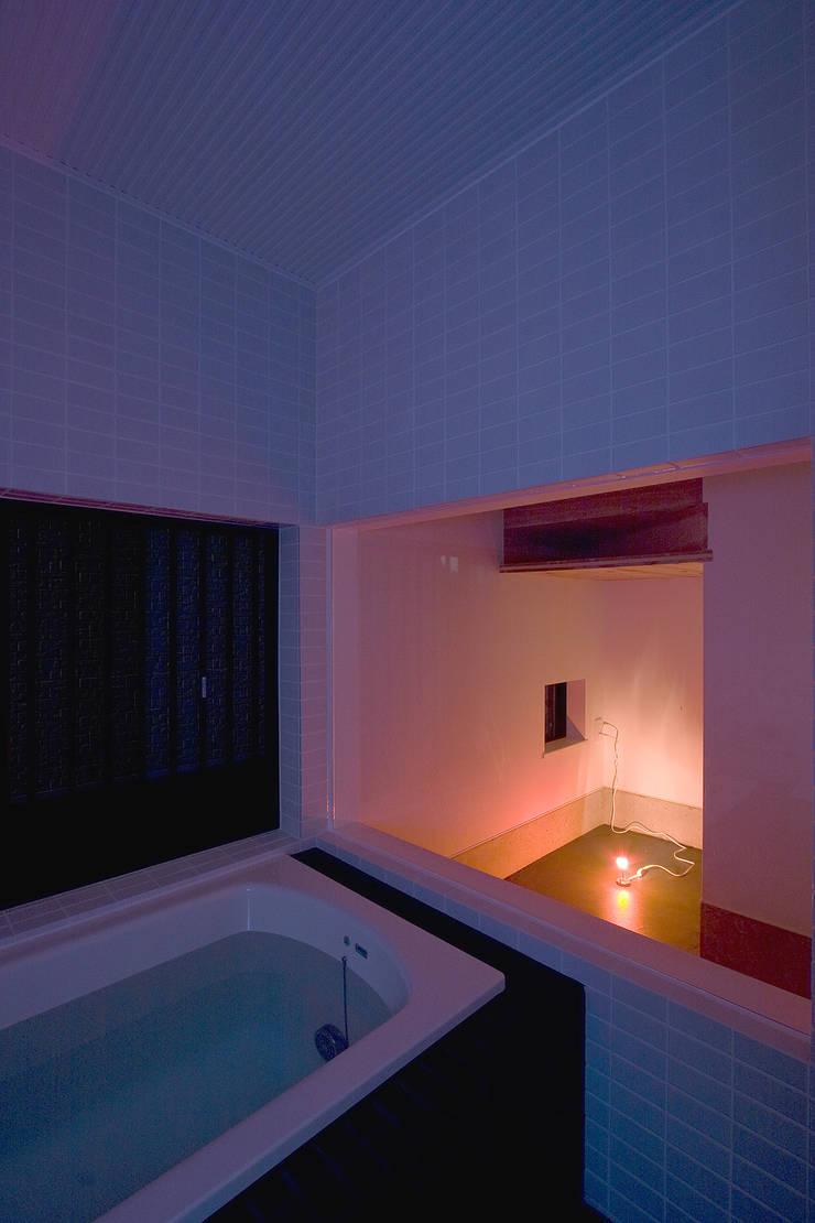 あそびのある浴室: 一級建築士事務所 笹尾徹建築設計事務所が手掛けた浴室です。