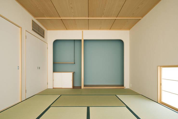 甲斐の家: MAMM DESIGNが手掛けた和室です。