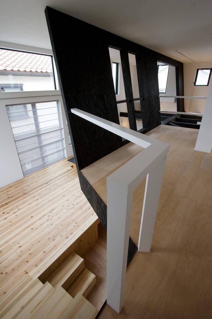 開放的なリビングと子供室: 一級建築士事務所 笹尾徹建築設計事務所が手掛けたリビングです。