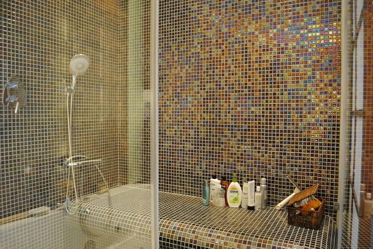 Projekt wnętrza domu w Warszawie: styl , w kategorii Łazienka zaprojektowany przez Projektowanie wnętrz Berenika Szewczyk
