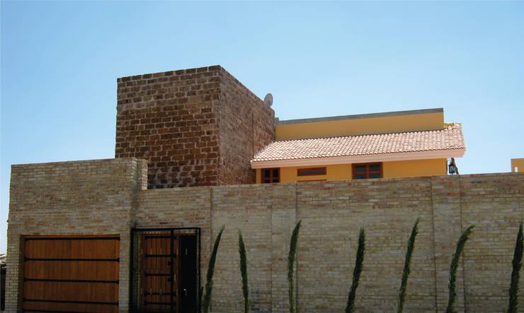 Casa de descanso fl: Casas de estilo colonial por ipalma arquitectos