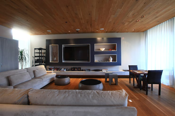 Salas multimedia de estilo  por Código Z Arquitectos