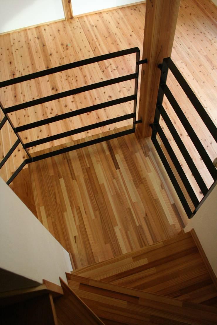 階段: 加藤一高建築設計事務所が手掛けた廊下 & 玄関です。,和風