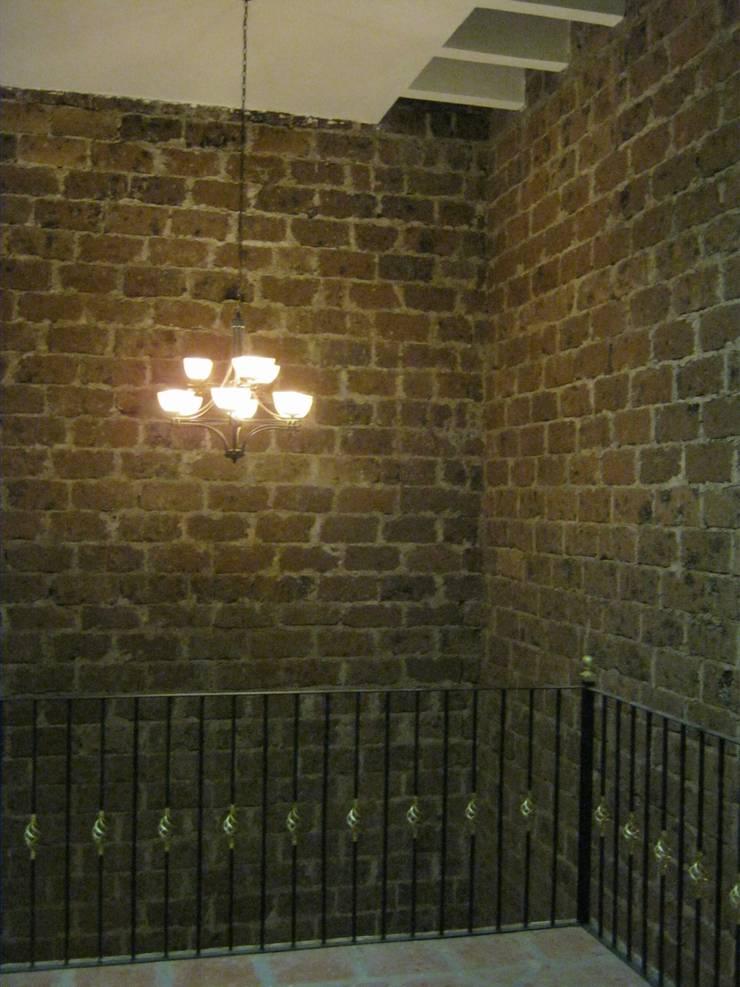 Casa de descanso fl: Pasillos y recibidores de estilo  por ipalma arquitectos