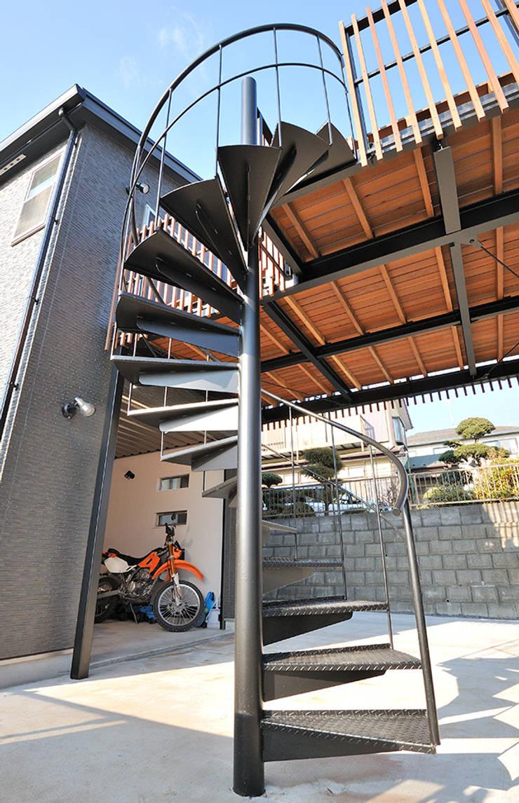バイクを愛するご主人の長年の夢: 株式会社ビルドアートが手掛けた家です。