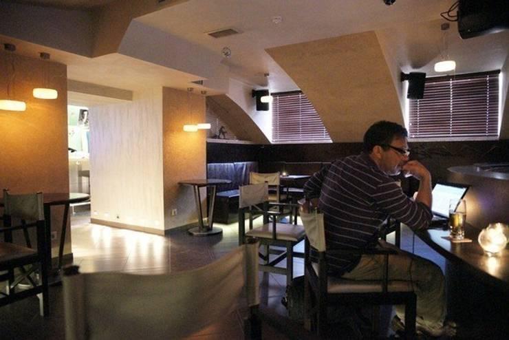 Дизайн интерьера кинобара на Конюшенной: Гостиная в . Автор – DEMARKA