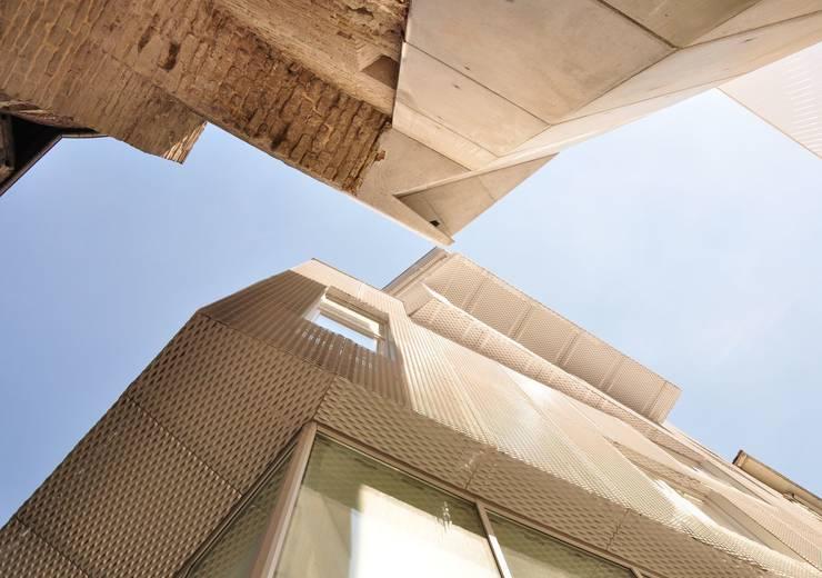 Empereur: Maisons de style  par architectes assoc.