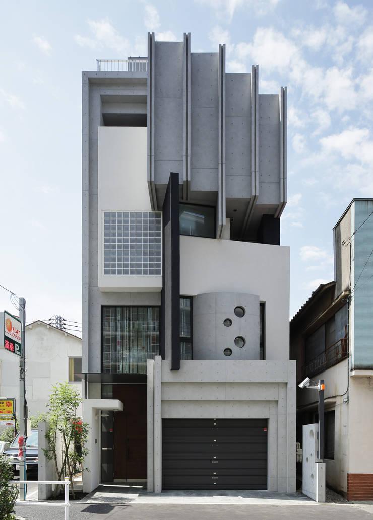 正面ファサード: 平野智司計画工房が手掛けた家です。