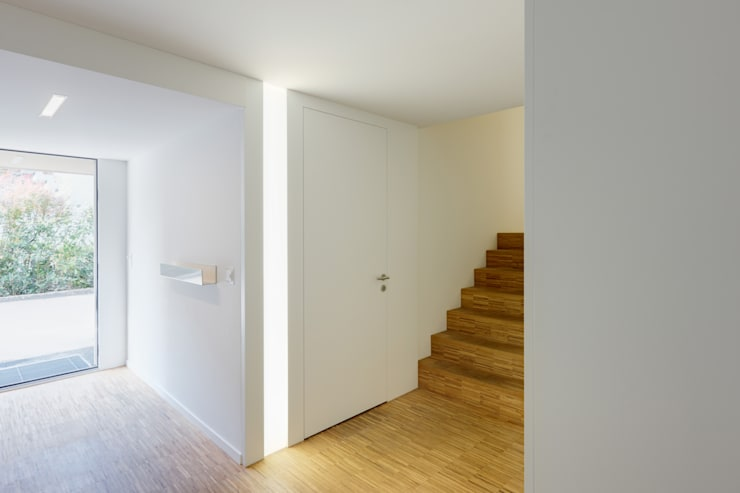 Corridor & hallway by HKK Architekten Partner AG