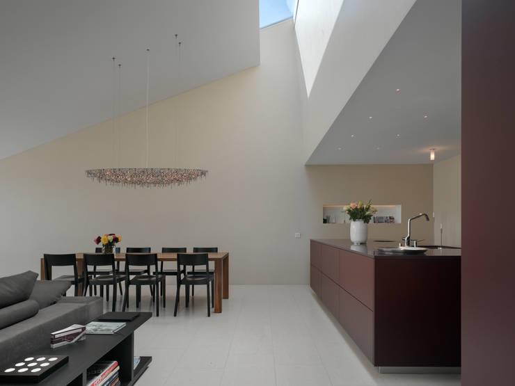 Stadtvillen Adligenswilerstrasse Luzern: moderne Esszimmer von alp - architektur lischer partner ag