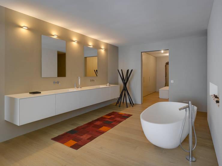 Stadtvillen Adligenswilerstrasse Luzern: moderne Badezimmer von alp - architektur lischer partner ag