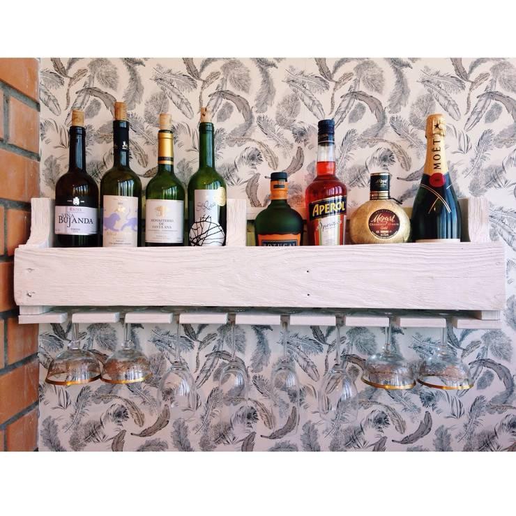 Полка на 8 бутылок вина с холдером на 8 бокалов: Кухня в . Автор – 11 Reasons,