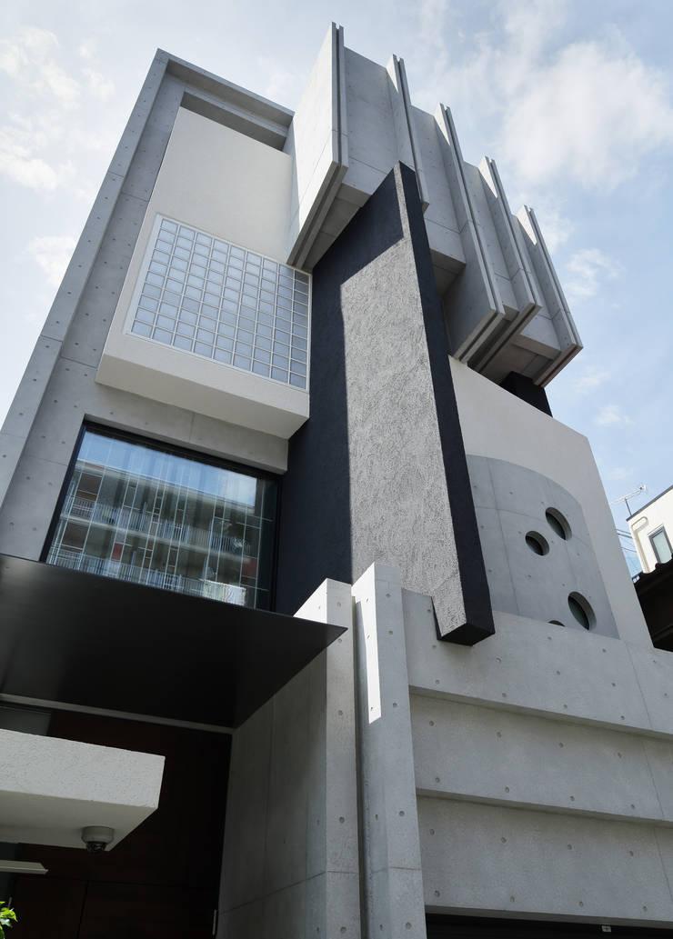 ファサード見上げ: 平野智司計画工房が手掛けた家です。
