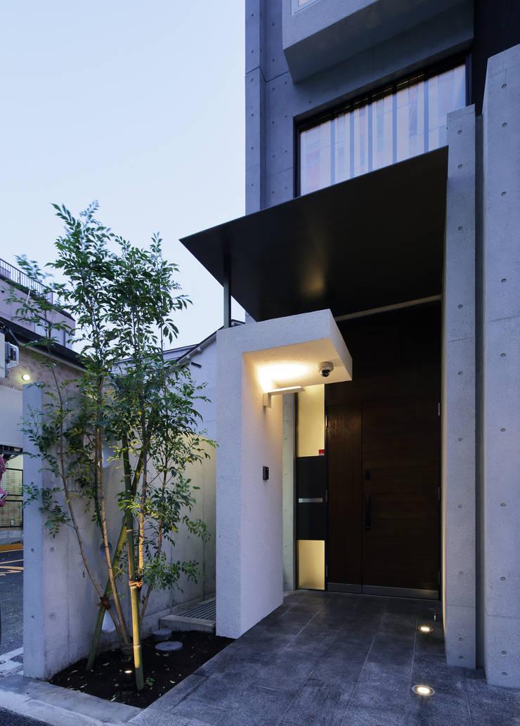 エントランス外観: 平野智司計画工房が手掛けた家です。