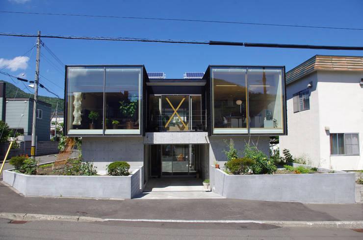 Houses by 畠中 秀幸 × スタジオ・シンフォニカ有限会社, Modern