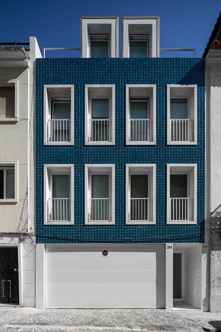 prédio Lapa: Casas  por João Tiago Aguiar, arquitectos