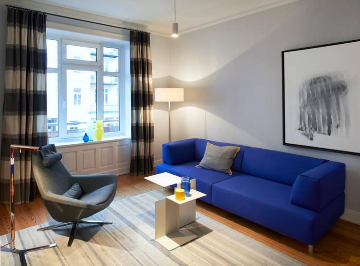 Umgestaltung einer Etagenwohnung in HH:  Wohnzimmer von Stockhausen Fotodesign