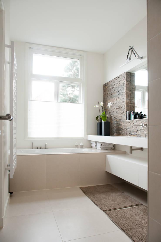 Ouder badkamer:  Badkamer door Studiohecht
