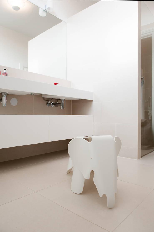 Badkamer:  Badkamer door Studiohecht