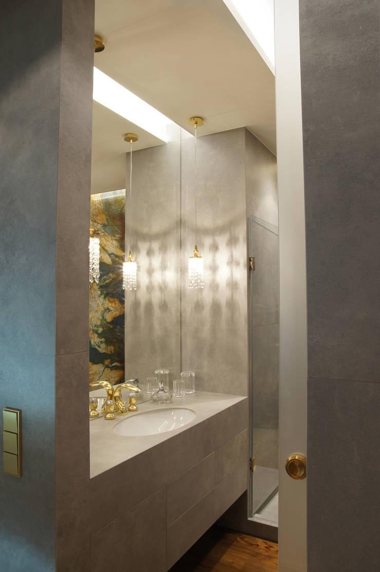Lazienka: styl , w kategorii Łazienka zaprojektowany przez SAFRANOW