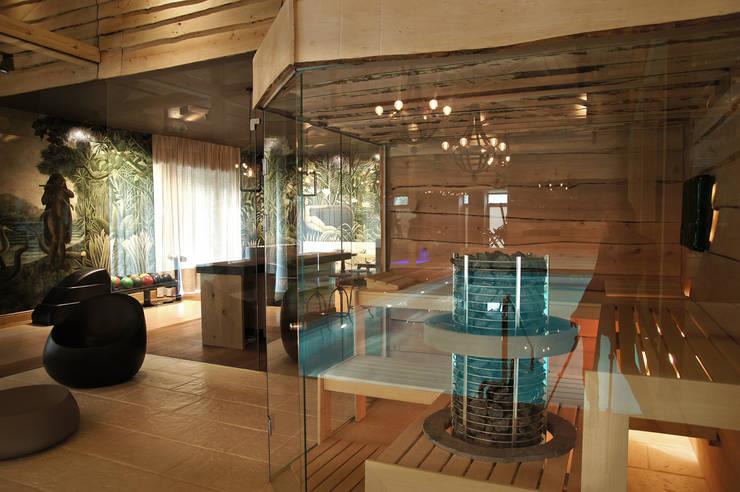 Sauna : styl eklektyczne, w kategorii Spa zaprojektowany przez SAFRANOW