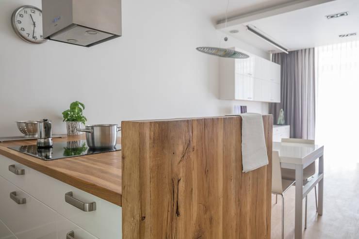 Żoliborski minimalizm: styl , w kategorii Kuchnia zaprojektowany przez Jacek Tryc-wnętrza