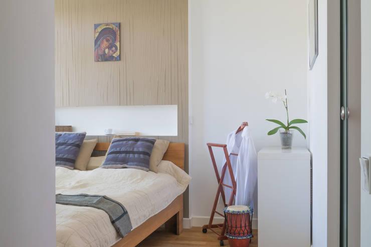 Żoliborski minimalizm: styl , w kategorii Sypialnia zaprojektowany przez Jacek Tryc-wnętrza