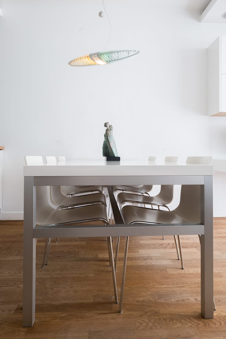 Żoliborski minimalizm: styl , w kategorii Jadalnia zaprojektowany przez Jacek Tryc-wnętrza