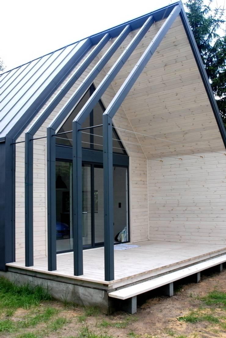 Nowoczesny domek letniskowy pod Warszawą: styl , w kategorii  zaprojektowany przez KDesign Architekci, grupa MODOSO,Minimalistyczny