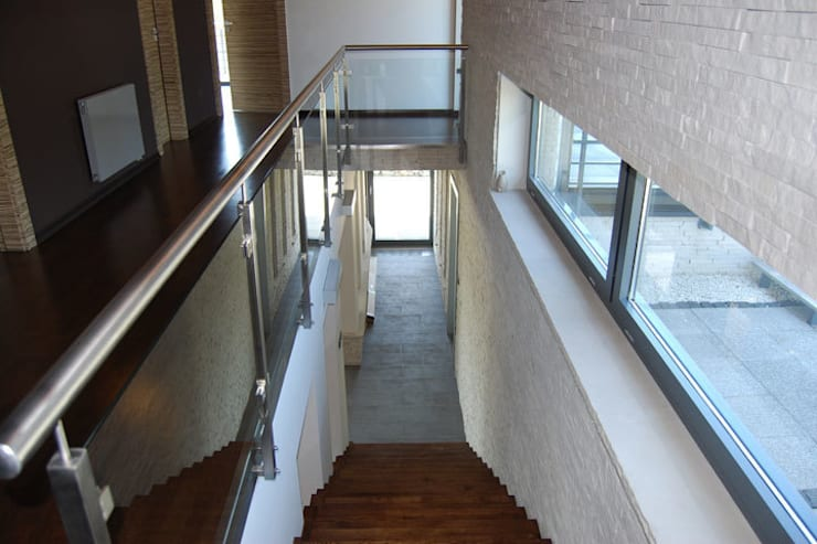 Moderner Flur, Diele & Treppenhaus von Susuł & Strama Architekci sp. z o.o. Modern