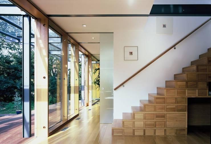 EFH im Effizienzhausstandard 60: moderne Wohnzimmer von HülsmannThiemeMinor Architekten