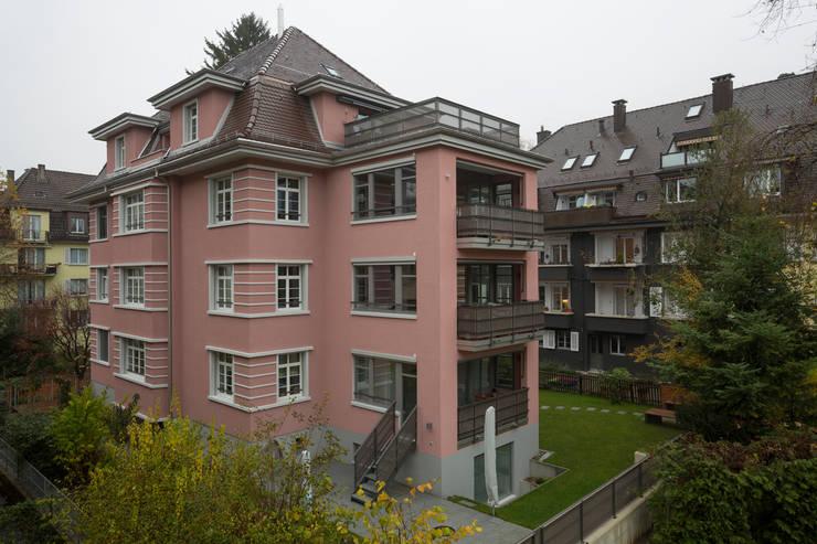 Casas multifamiliares de estilo  de Tschander.Keller architekten