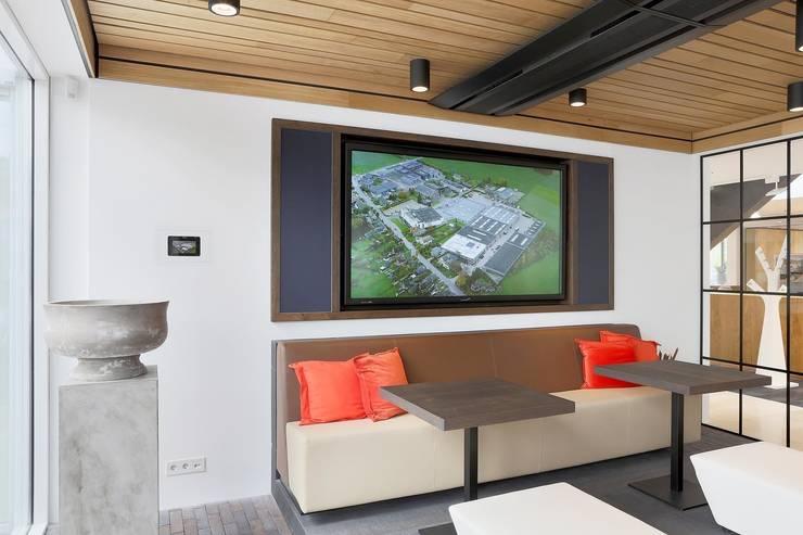Houten plafond Intermontage:  Kantoor- & winkelruimten door Intermontage Leurink B.V., Modern