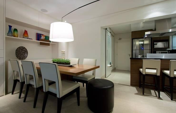 Cozinha semi-industrial: Cozinhas  por Ana Menoita Arquitetura e Interiores