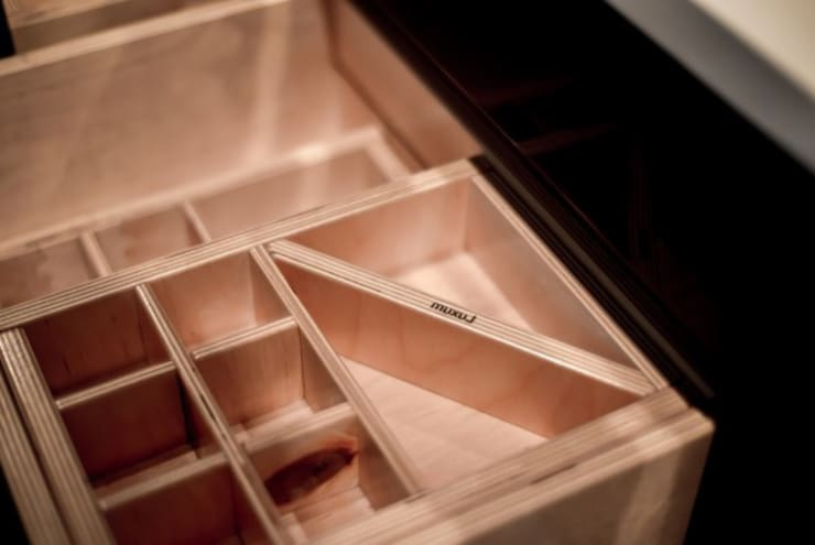Szafka GOOGLE od Luxum: styl , w kategorii Łazienka zaprojektowany przez Luxum