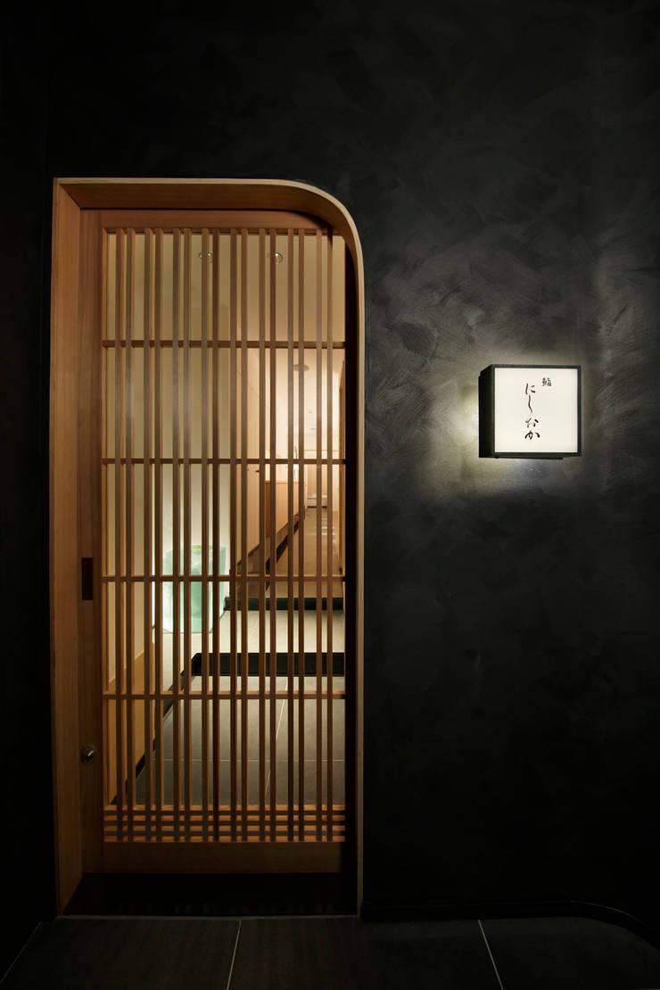 玄関 ミニマルなレストラン の mattch ミニマル