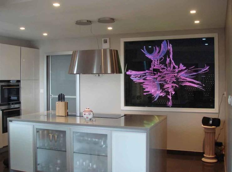 Panneau séparatif en verre: Salon de style de style Moderne par christian herry sculpteur verrier